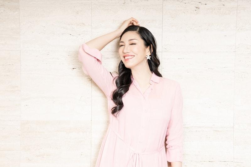 【写真】ピンクのワンピースを着たアンミカさん