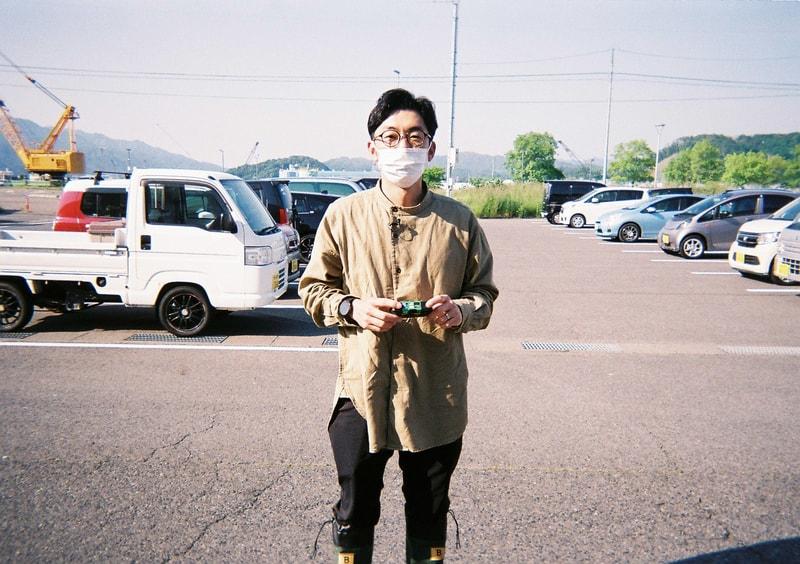 【写真】天津木村さんの立ち姿